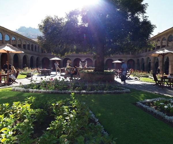 mon-gst-courtyard05_2580x1792