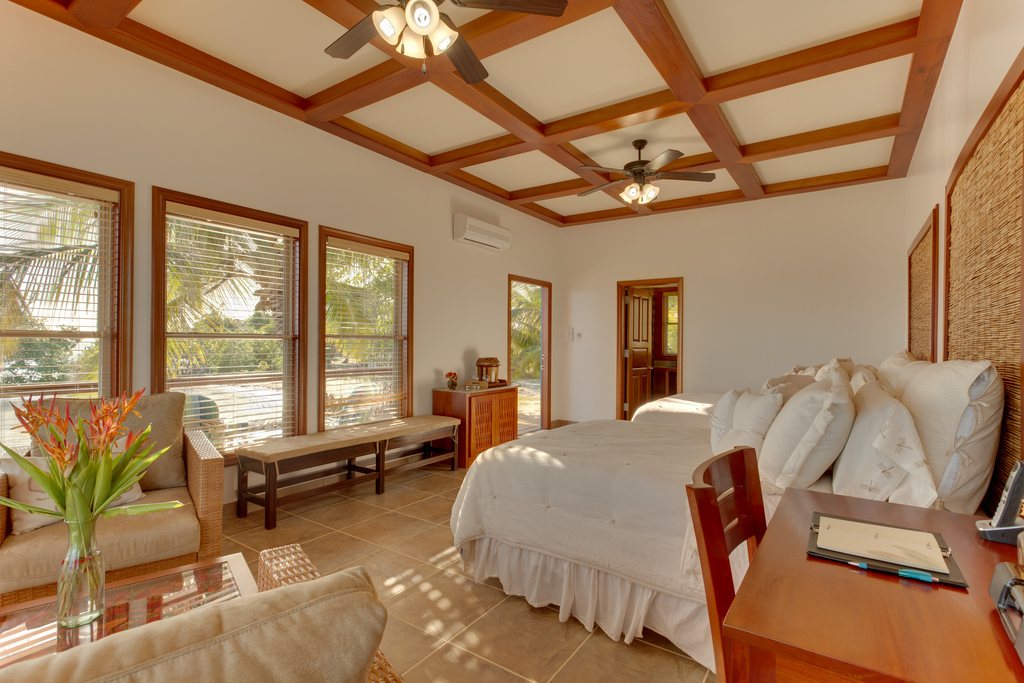 Ray Caye Resort Duplex Cabanas - Two Beds